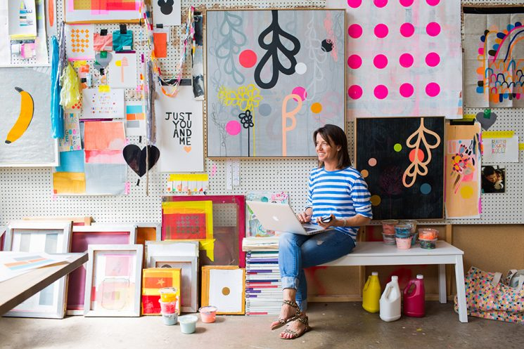 Rachel Castle, des couleurs, des motifs aux couleurs régressives