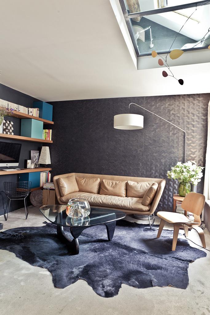 un appartement sous les toits en perp tuel mouvement. Black Bedroom Furniture Sets. Home Design Ideas