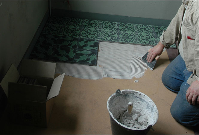 Pose de carreaux de ciment