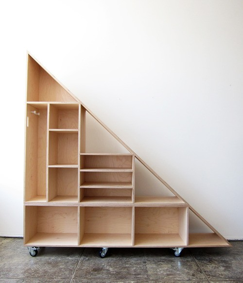Triangle compartment shelf par WACA WACA en contreplaqué