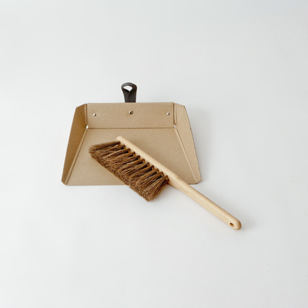 Dustpan Brush - Boutique Folklore Londres
