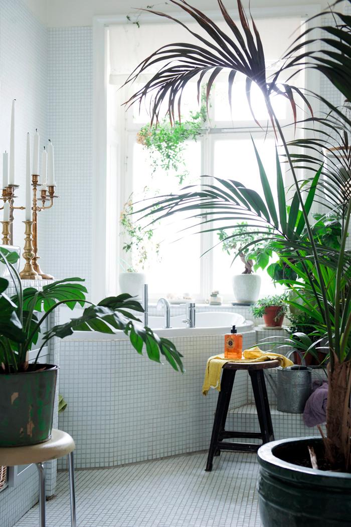 Le style bohème de la designer suédoise Katarina Wiklund // Une salle de bain à l'esprit tropical