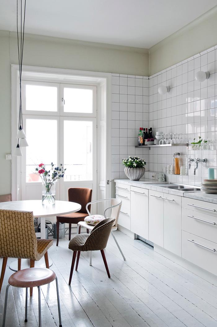 Le style bohème de la designer suédoise Katarina Wiklund // Une cuisine blanche qui mixe les matériaux