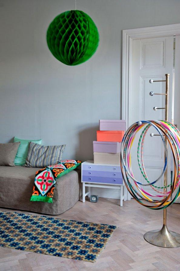 Le style bohème de la designer suédoise Katarina Wiklund // Confrontation de couleurs neutres et fluo