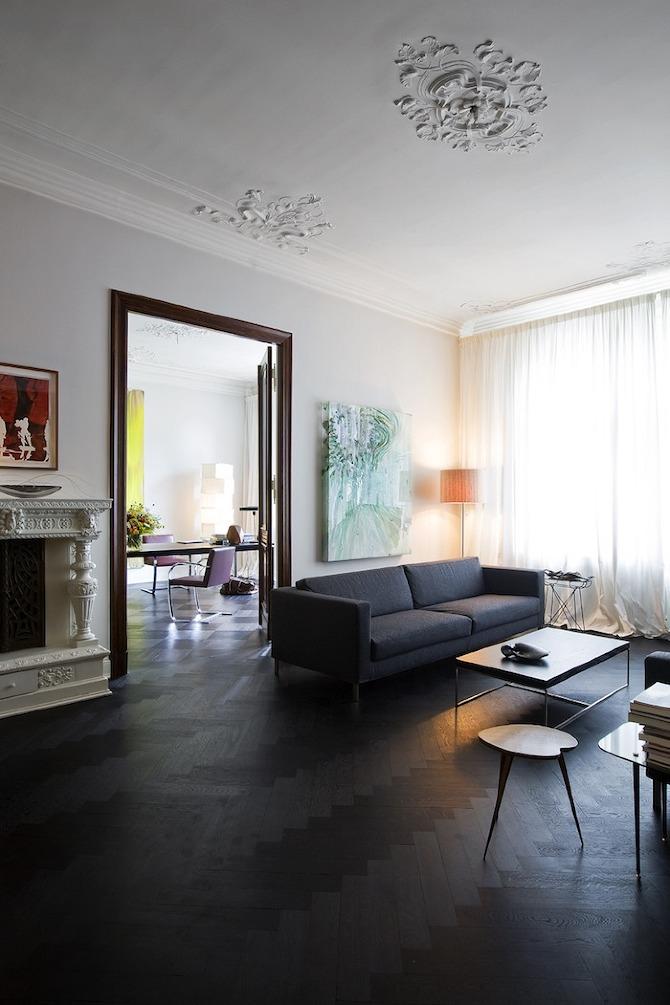 10 idées reçues ou pas sur la couleur noir en déco - L'appartement de Guido Hager structuré par le noir