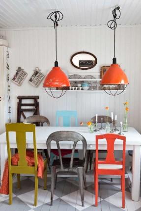 Cuisine suédoise pour mixe and match de chaises vintage industrielles