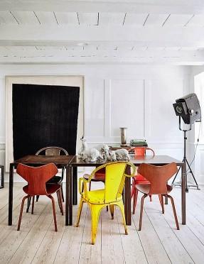 Décor scandinave pour mixe and match de chaises vintage