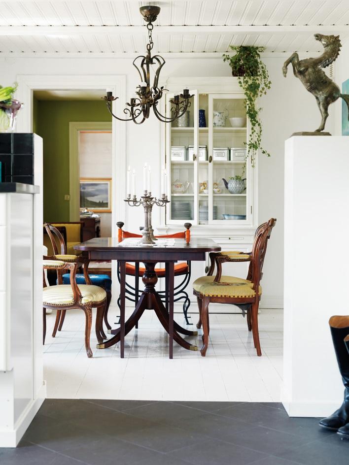 Mixe and match de chaises et de fauteuils classiques