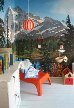 Papier-peint panoramique montagne dans une chambre d'enfant