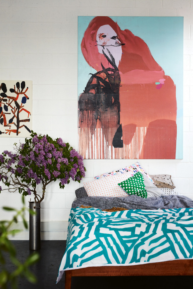 Le loft de l'artiste Kirra Jamison et ses peintures colorées