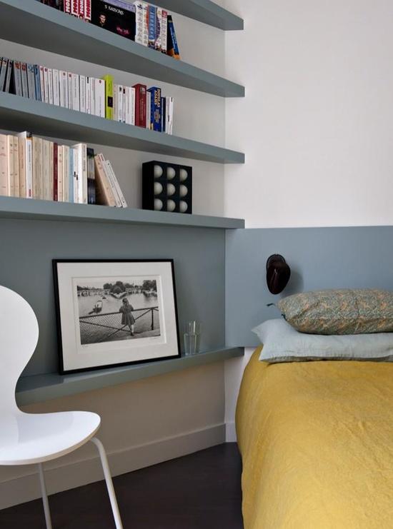 Sélection de peintures murales géométriques // Intégrer des étagères autour d'un lit