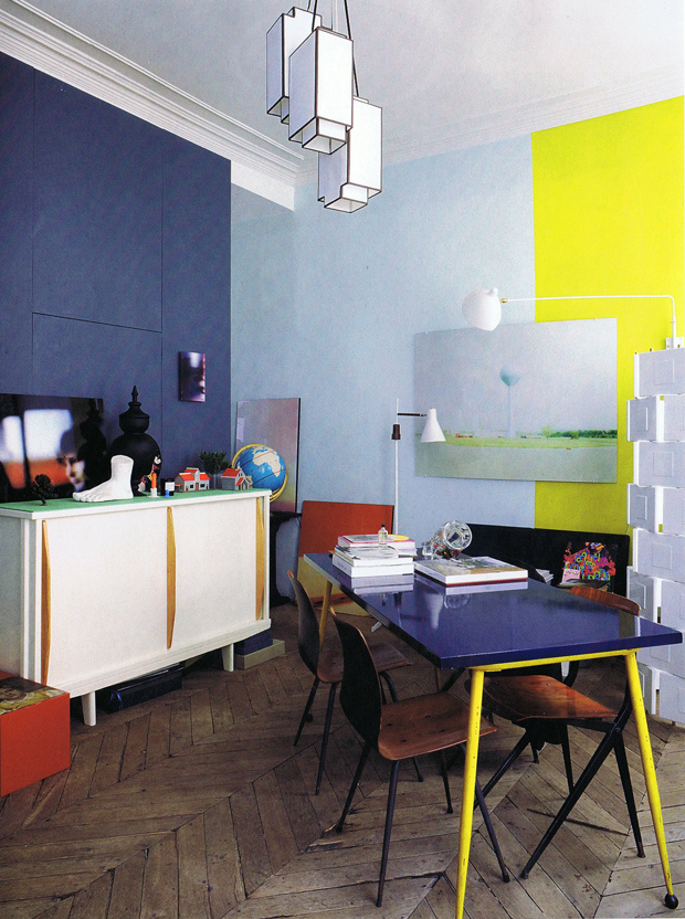 Sélection de peintures murales géométriques // L'appartement parisien de Jean-Christophe Aumas