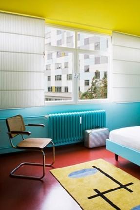 Sélection de peintures murales géométriques // Hansaviertel apartement by Gisbert Poeppler Berlin