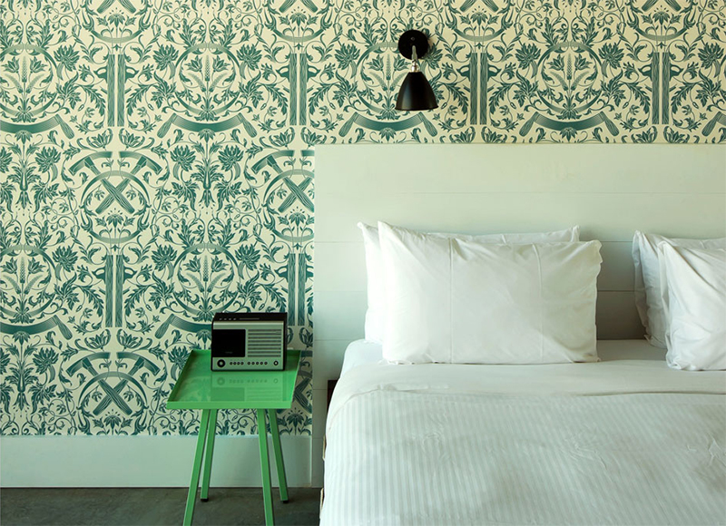10 idées déco pour une chambre à coucher stylée // Poser du papier-peint derrière la tête de lit // Hôtel Wythe à New-York