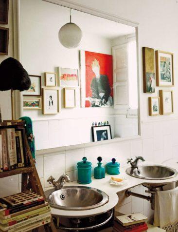 L'appartement bohème chic de Fatima de Burnay // Salle de bains vintage rétro