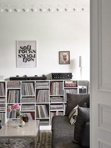 Créer le contraste ... pour moderniser l'ancien | Appartement blanc avec au fond un mur noir
