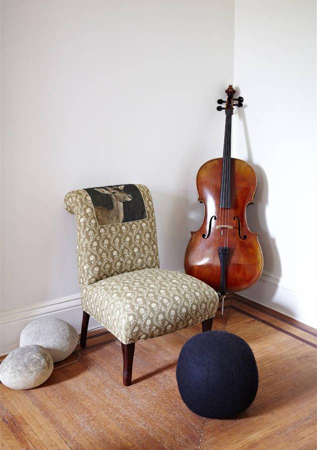 Ambiance monacale pour l'appartement de Mona Kowalska
