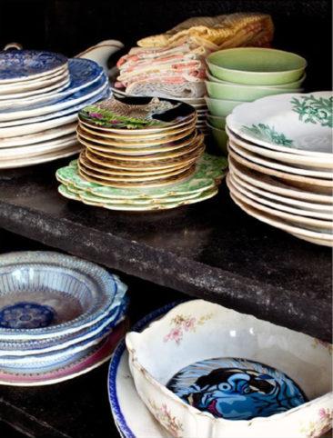 La maison de Jade Jagger à Goa // Collection de vaisselle ancienne