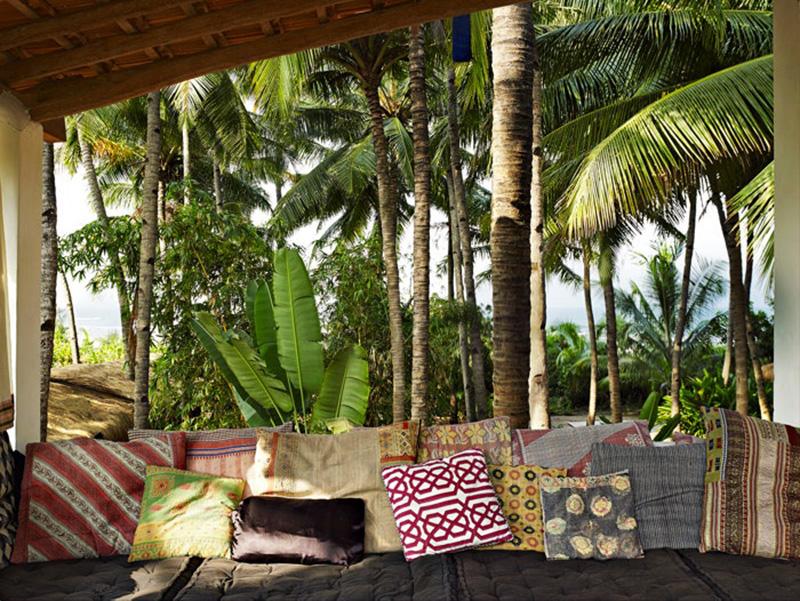 La maison de Jade Jagger à Goa // Collection de coussins indiens dépareillés
