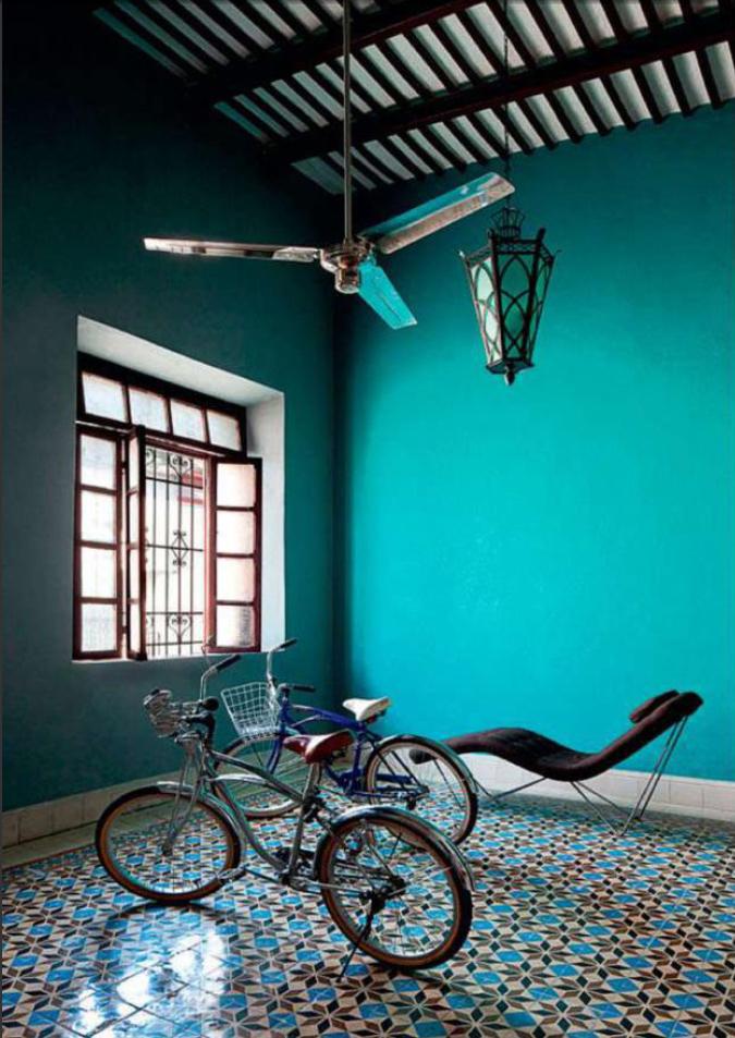 Des murs de couleurs vives sous le soleil || Casa Cardenas - Mexico