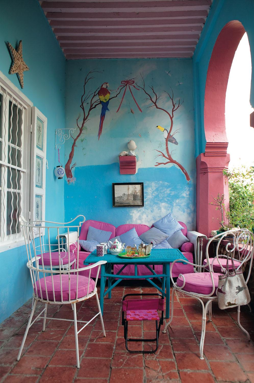 Des murs de couleurs vives sous le soleil || Dar Kharroubia home - Tanger