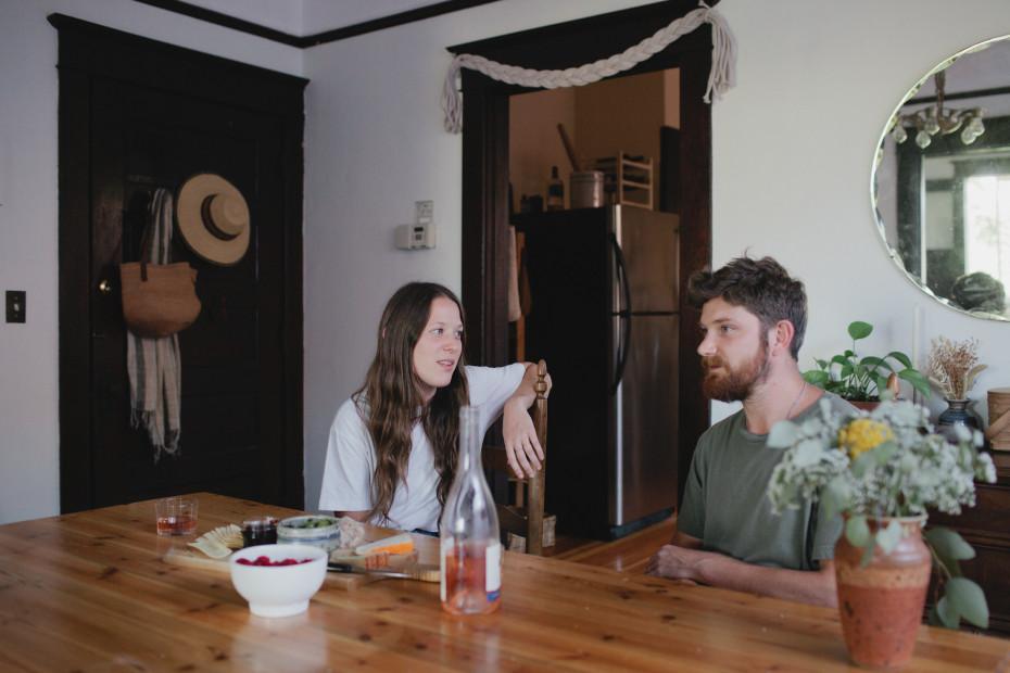 L'intérieur bohème minimal de John and Jen Vitale, Skateboard Designer & Stylist à Portland