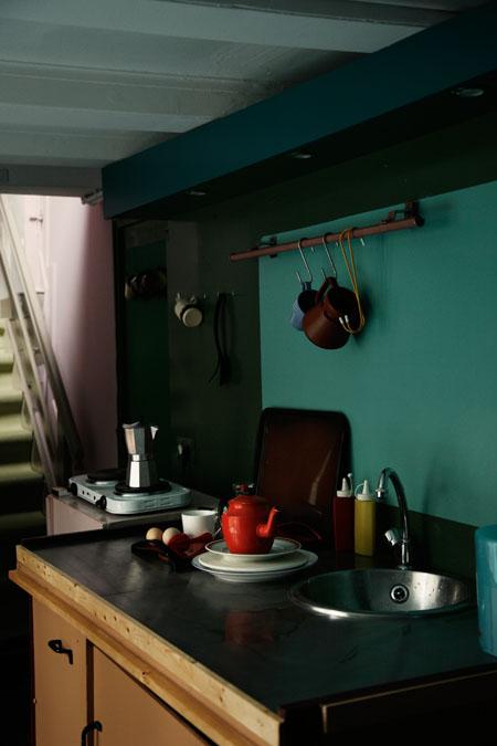 Se créer une ambiance en clair-obscur confortable et chaleureuse || Hartenstraat appartement by Anne Dokter