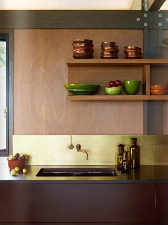 Du laiton dans la cuisine bling ou mat shani anderson house