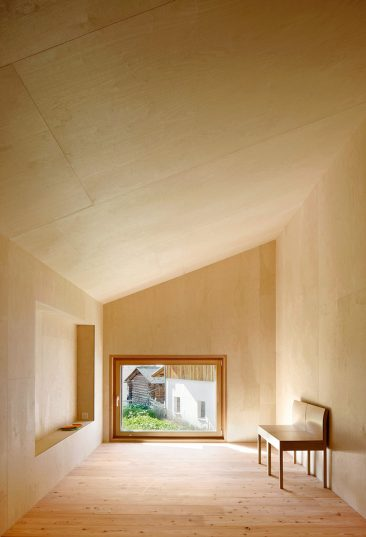 "Ne dites plus contreplaqué, dites ""plywood"" || Casa C - Camponovo Baumgartner architekten"