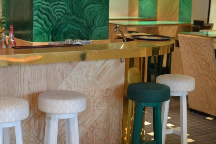 "Ne dites plus contreplaqué, dites ""plywood"" 