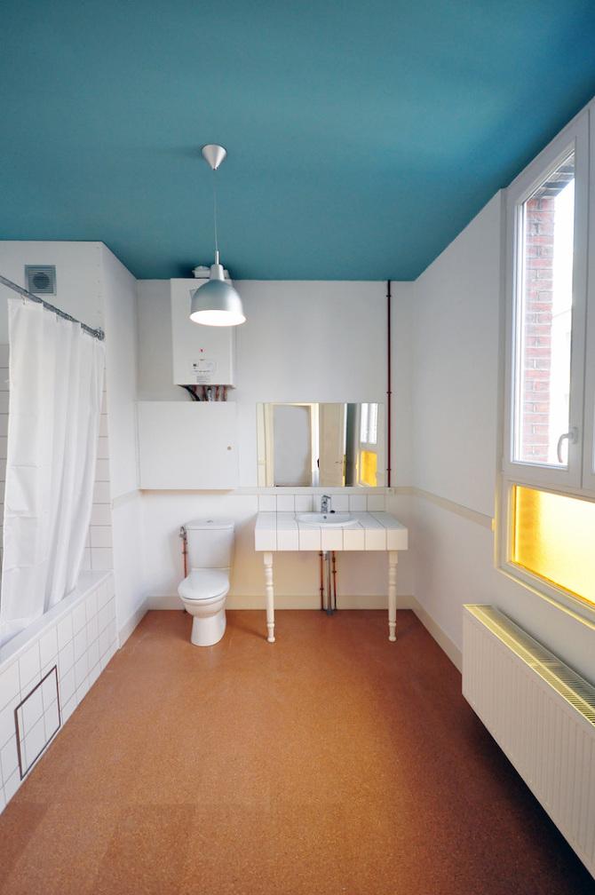 Des idées pour personnaliser sa salle de bain : Peindre le plafond avec de la couleur