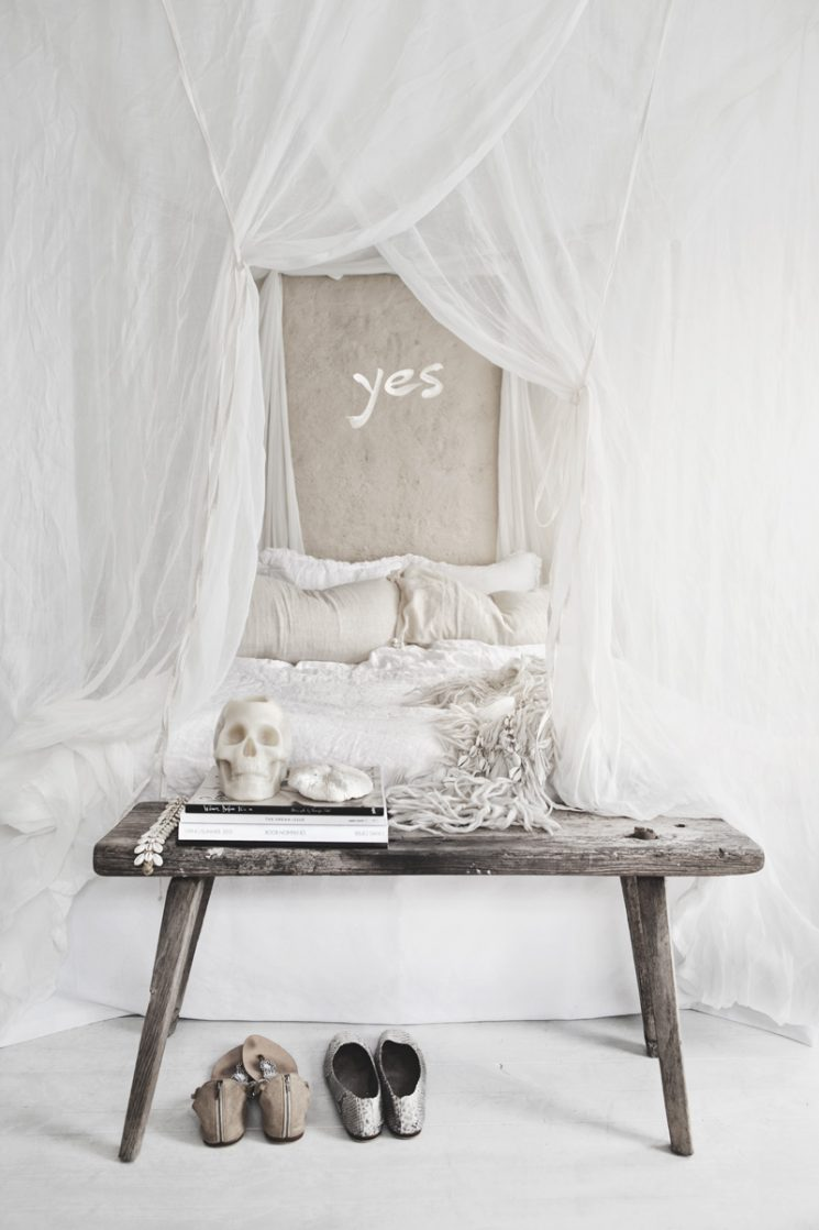 Une chambre blanche comme un cocon || Hannah Lemholt for Love Warriors Weekend