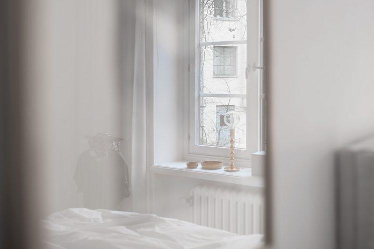Une chambre blanche comme un cocon || via Fantastic Frank