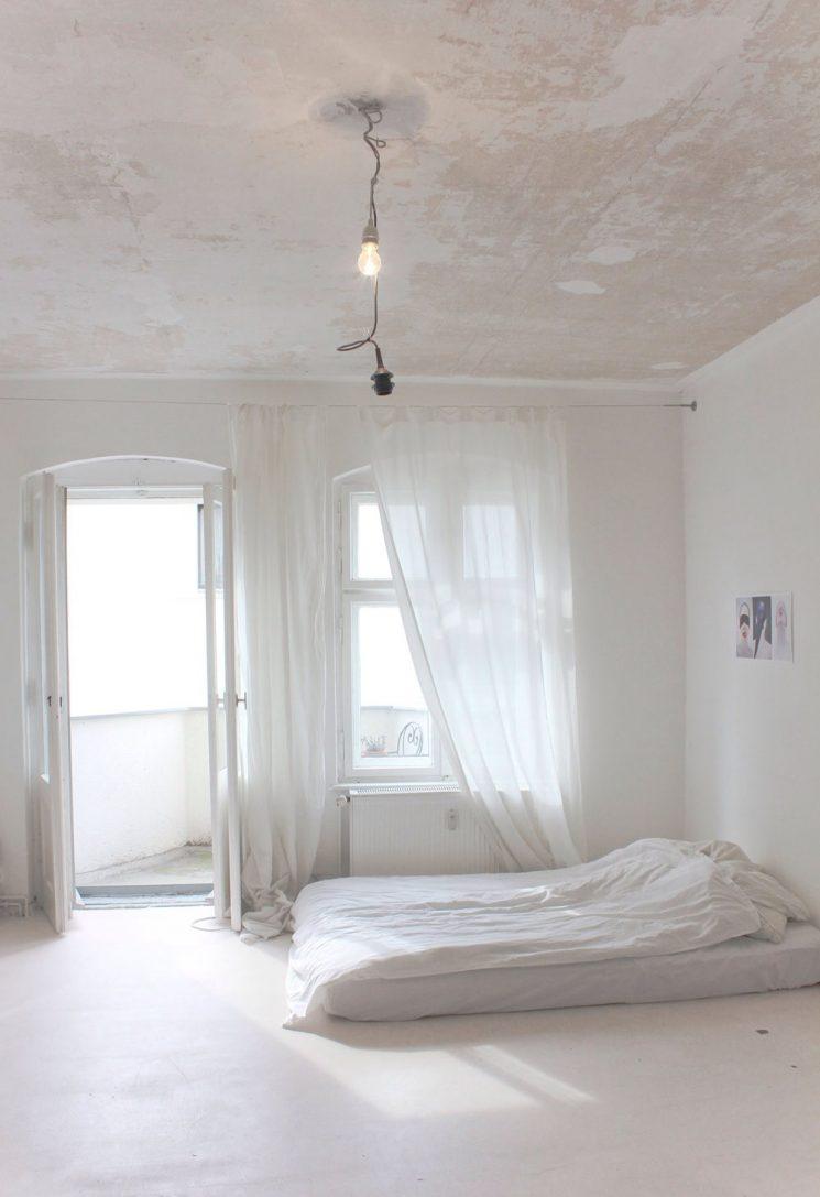 Une chambre blanche comme un cocon || Pour réchauffer le blanc jouer des patines