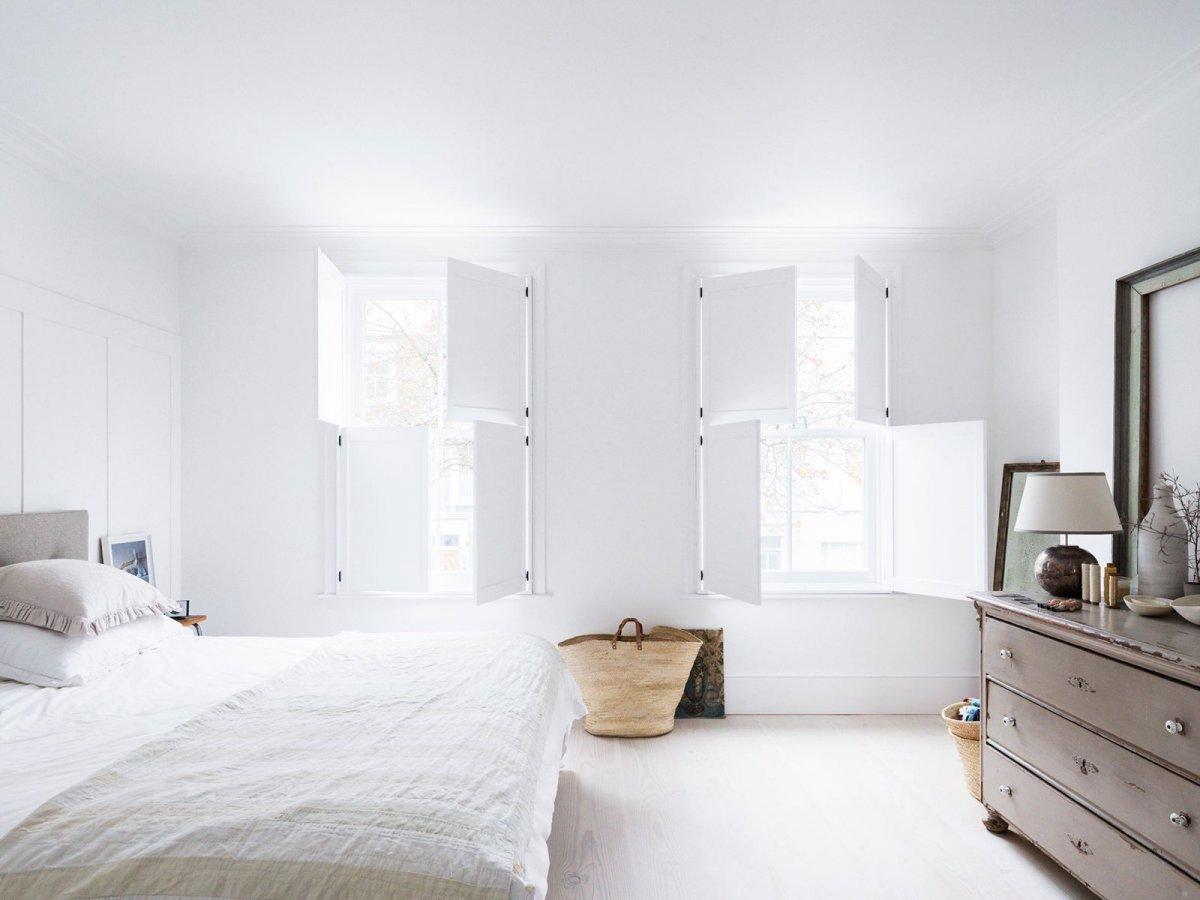 Une chambre blanche comme un cocon || L'importance de la lumière naturelle