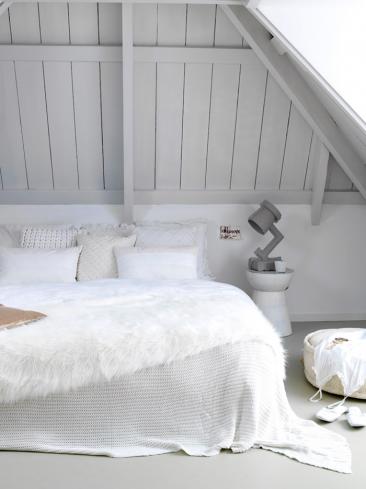 Une chambre blanche comme un cocon douillet