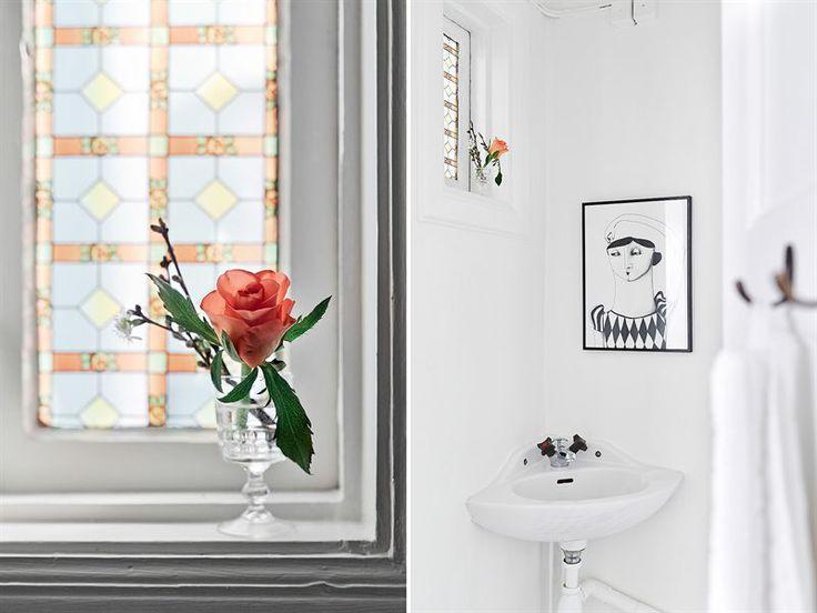 Des idées pour personnaliser sa salle de bain en mettant des fleurs ou un cadre