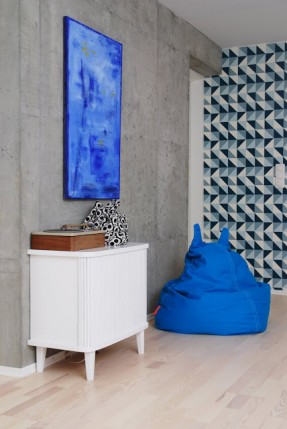 Exemple d'intérieur avec du papier-peint géométrique || Papier-peint Remix Ferm Living