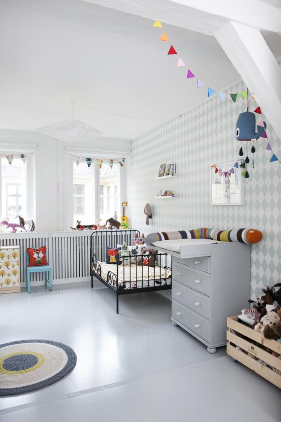 Exemple d'intérieur avec du papier-peint géométrique || Papier-peint Harlequin Ferm Living