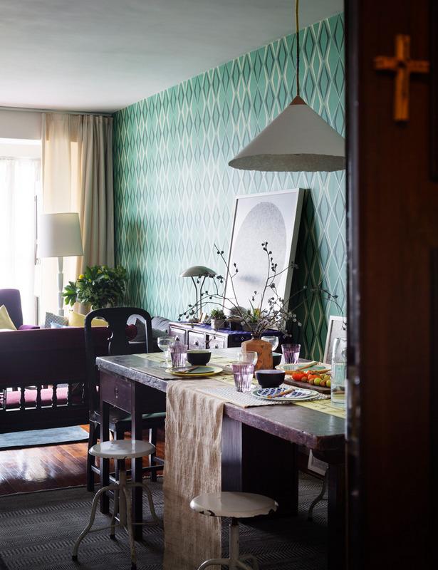 Exemple de'intérieur avec du papier-peint géométrique