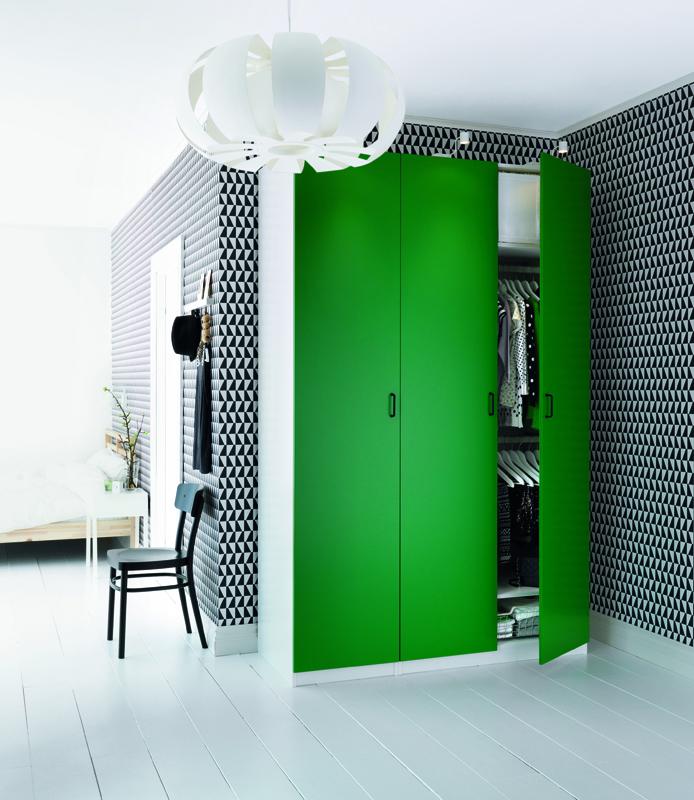Exemple d'intérieur avec du papier-peint géométrique en noir et blanc