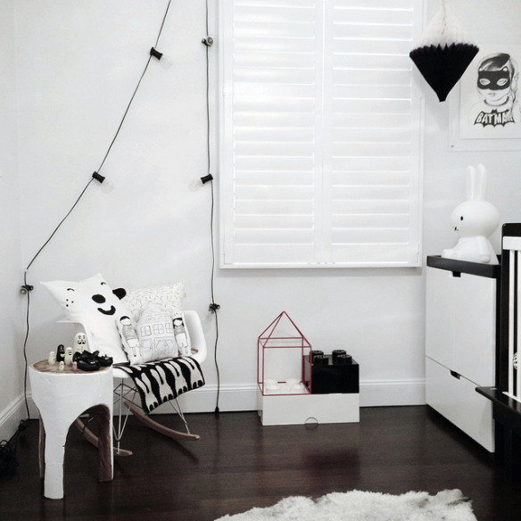 Curated by - Une rénovation minimaliste en noir et blanc
