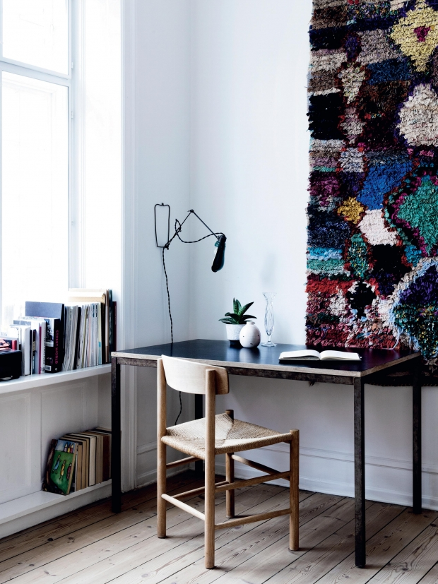 L'intérieur scandinave aux tapis boucherouite de Karen May Kornum, fondatrice de la galerie Another Ballroom