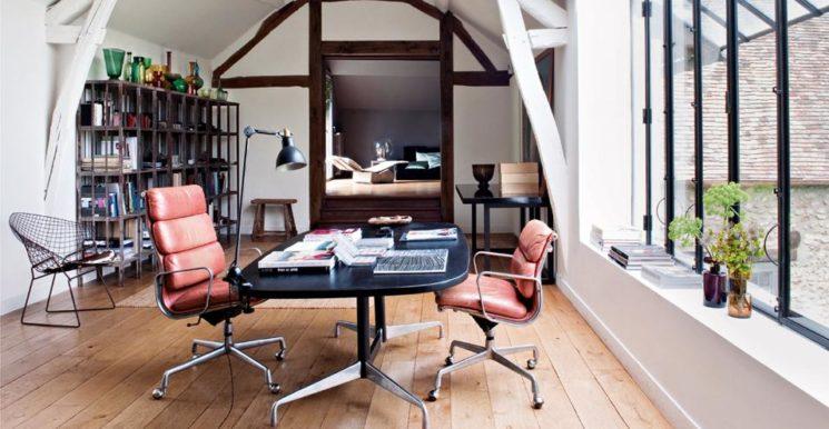 Une longère normande, rénové de façon contemporaine par Marc Bonnet et Yvette Van der Linde