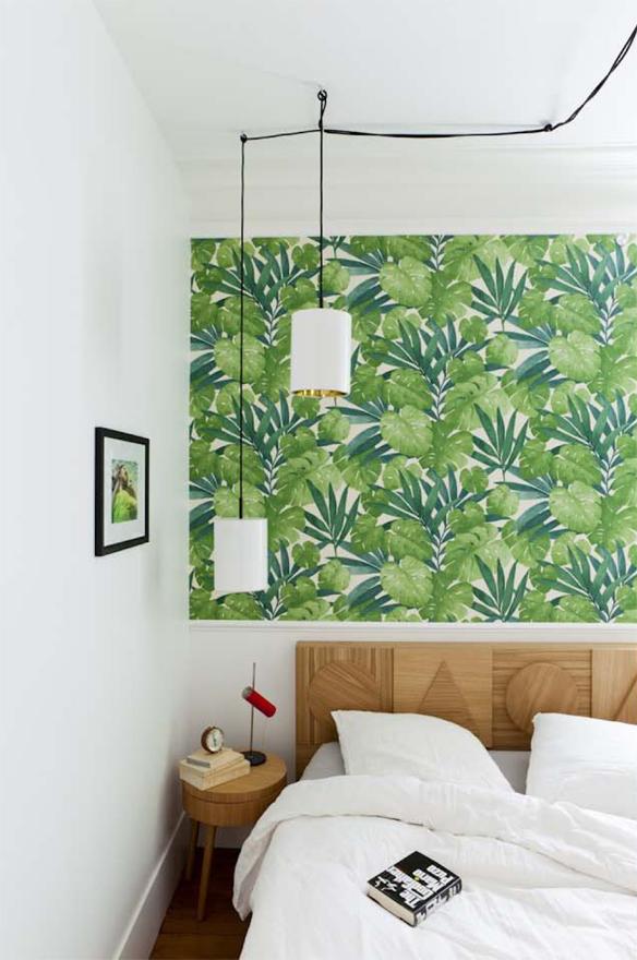 La chambre de Gesa Hansen avec un papier-peint « Paradise », existe en tissu, par Arte