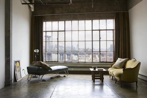 un loft new yorkais la d coration minimaliste d pouill e. Black Bedroom Furniture Sets. Home Design Ideas