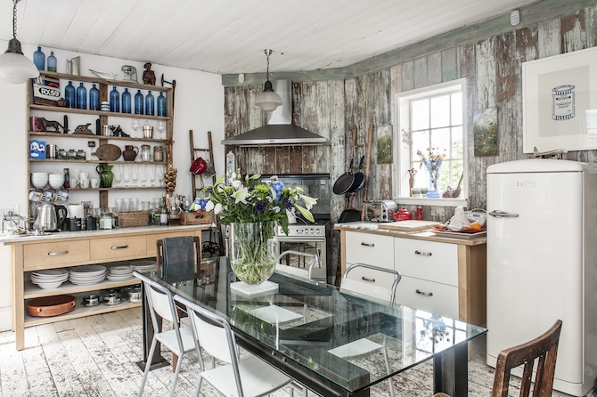 Le charme d'une cuisine rustique | CRobert Amstad kitchen via Wealden Times