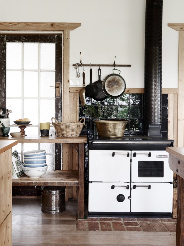 Tamsin Carvan and family kitchen via The Design Files