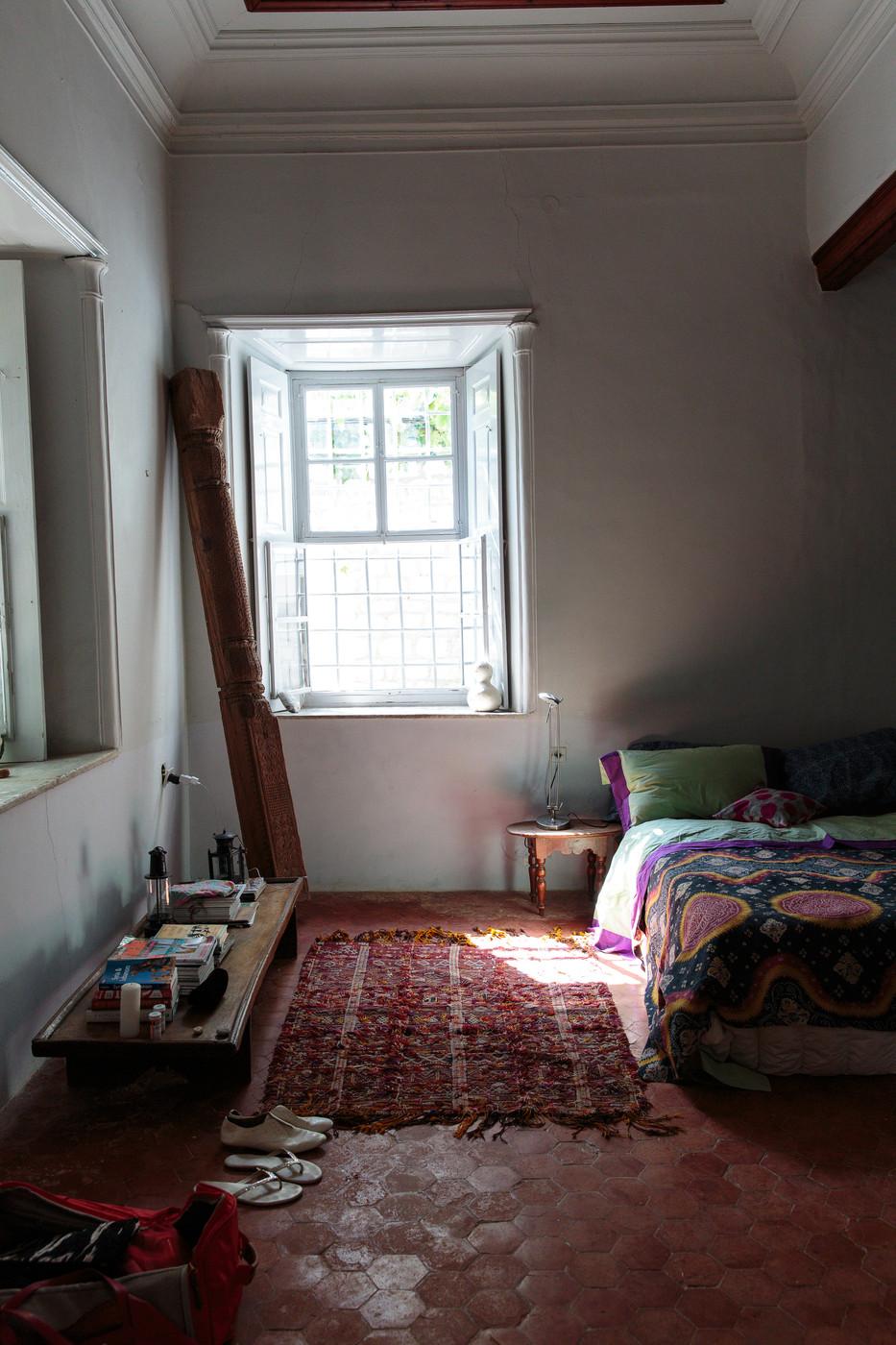 Lonny Magazine - Bohemian Eclectic Mediterranean Vintage Bedroom || Marsala Pantone couleur 2015