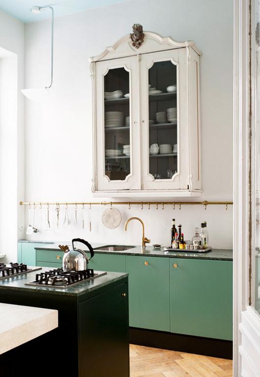 Relooker sa cuisine : repeindre les placards || Introduire des éléments dépareillés dans sa cuisine
